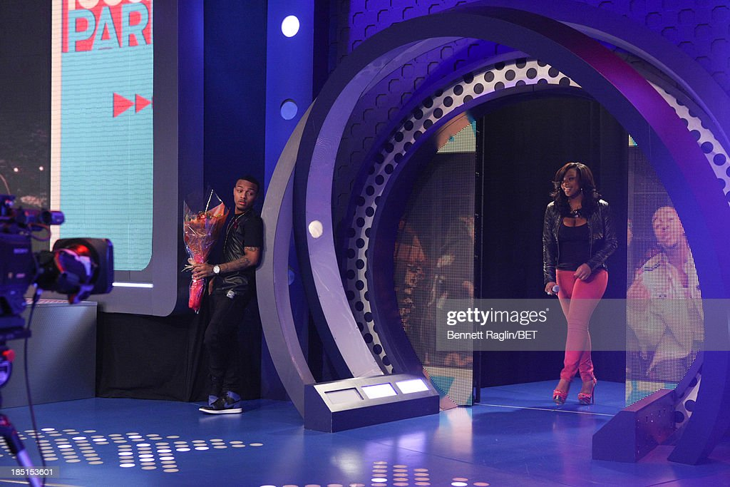 106 & Park host <a gi-track='captionPersonalityLinkClicked' href=/galleries/search?phrase=Bow+Wow+-+Rapper&family=editorial&specificpeople=211211 ng-click='$event.stopPropagation()'>Bow Wow</a> presents Catfish victim Keyonnah Abrams with flowers during her visit 106 & Park at 106 & Park studio on October 17, 2013 in New York City.