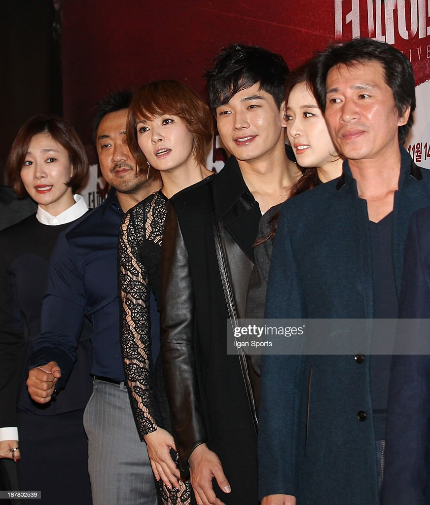 Park Hyo-Joo, Ma Dong-Seok, <a gi-track='captionPersonalityLinkClicked' href=/galleries/search?phrase=Kim+Sun-A&family=editorial&specificpeople=4360741 ng-click='$event.stopPropagation()'>Kim Sun-A</a>, On Joo-Wan, Lee Chung-Ah and Shin Jung-Keun attend the 'The Five' VIP press screening at Wangsimni CGV on November 8, 2013 in Seoul, South Korea.