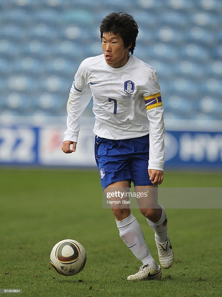 Park Ji-Sung of Korea in action during the International Friendly match between Ivory Coast and Republic of Korea played at Loftus Road on March 3, 2010 in London, England.