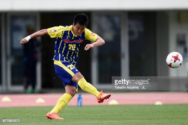 Park Kun of Thespa Kusatsu Gunma in action during the JLeague J2 match between Thespa Kusatsu Gunma and FC Gifu at Shoda Shoyu Stadium on May 3 2017...