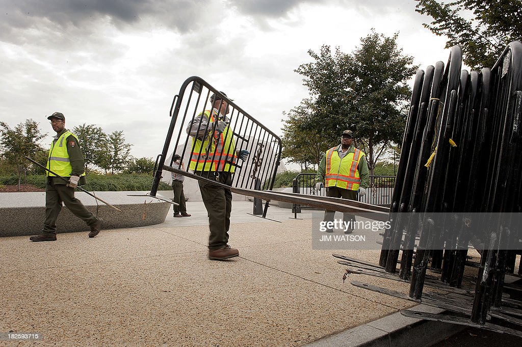 US Park Rangers place barricades in front of the Martin Luther King, Jr. Memorial in Washington, DC, October 1, 2013, as all National Parks closed due to a US government shutdown. AFP PHOTO/Jim WATSON