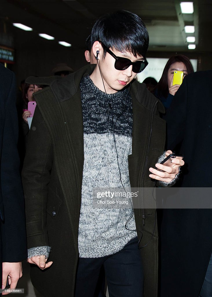 <a gi-track='captionPersonalityLinkClicked' href=/galleries/search?phrase=Park+Yoo-Chun&family=editorial&specificpeople=7444749 ng-click='$event.stopPropagation()'>Park Yoo-Chun</a> is seen at Gimpo International Airport on January 12, 2013 in Seoul, South Korea.