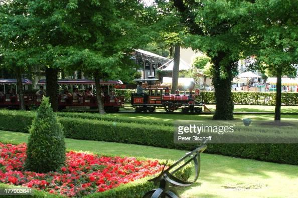 Parkbesucher 'Europa Park' 30jähriges Jubiläum Rust bei Freiburg BadenWürttemberg Deutschland Europa JubiläumsFeier Lokomotive Zug parkanlage Blumen...