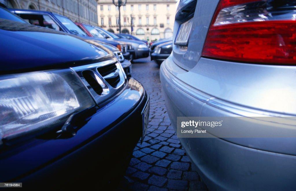 Parked cars on Piazza San Carlo, Turin, Piedmont, Italy, Europe : Stockfoto