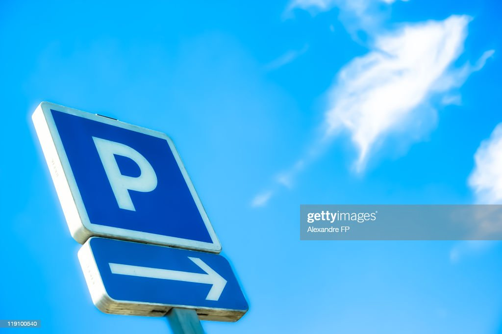 'Parking on Right' sign agains blue sky : Stock Photo
