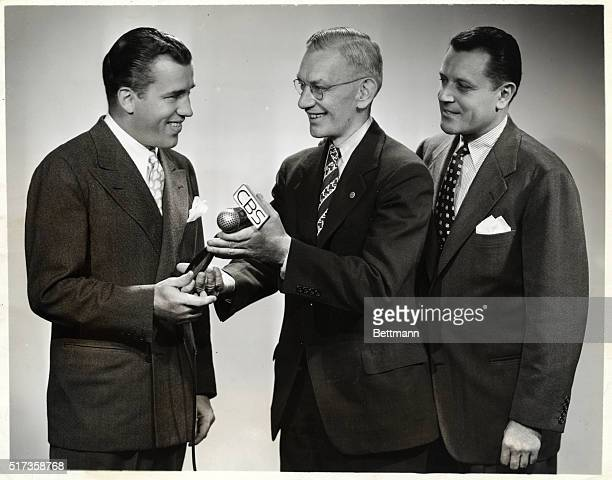 5/29/1945 Parks Johnson turns over the CBS 'Vox Pop' mike to columnist Ed Sullivan who will be guest cointerviewer with regular Warren Hull while...