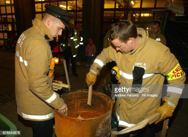 Parkside Fire Station Cambridge fire fighters prepare a brazier during a picket line as the fire Strike begins