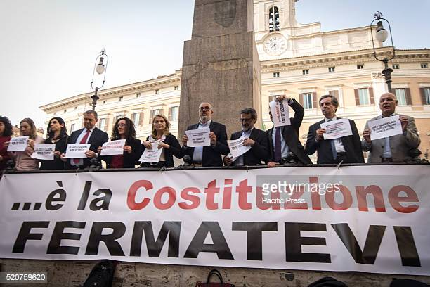 Parliamentarians and citizens protest against the Presidium of constitutional reform in Piazza Montecitorio the reasons for the 'no' in the October...
