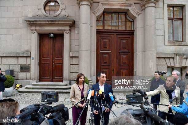 Parliamentary group coleader of the Greens ecologist party Katrin GoeringEckardt and coleader of the Greens ecologist party Cem Ozdemir talk to...