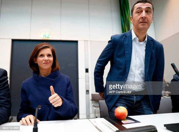 Parliamentary group leader Katrin GöringEckardt and the coleader of German Greens Party 'BÜNDNIS 90/DIE GRÜNEN' Cem Oezdemir take a seat prior to a...