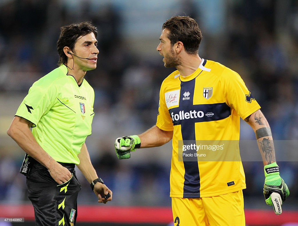 Parma FC goalkeeper <a gi-track='captionPersonalityLinkClicked' href=/galleries/search?phrase=Antonio+Mirante&family=editorial&specificpeople=2114402 ng-click='$event.stopPropagation()'>Antonio Mirante</a> reacts with the referee Gianpaolo Calvarese during the Serie A match between SS Lazio and Parma FC at Stadio Olimpico on April 29, 2015 in Rome, Italy.