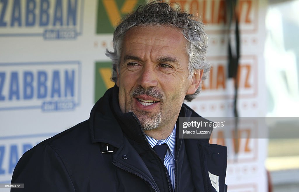 Parma FC manager <a gi-track='captionPersonalityLinkClicked' href=/galleries/search?phrase=Roberto+Donadoni&family=editorial&specificpeople=654860 ng-click='$event.stopPropagation()'>Roberto Donadoni</a> looks on before the Serie A match between ACF Fiorentina and Parma FC at Stadio Artemio Franchi on February 3, 2013 in Florence, Italy.