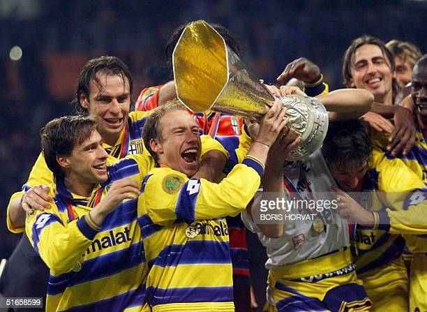 Parma's players celebrate with their trophy after beating Olympique de Marseille's 30 12 May 1999 at Luzhniki Stadium in Moscow in the 28th UEFA...