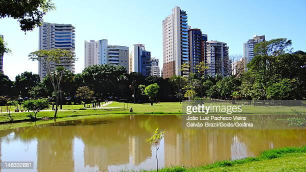Parque das Rosas lake