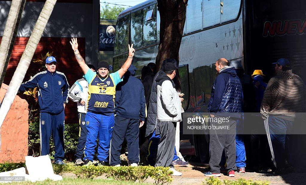 Part of a group of 237 footbal fans of Argentine club Boca Juniors who remain detained at the FOPE specialized police headquarters in Asuncion, on April 29, 2016. The fans where arrested on charges of vandalism at the end of the Boca juniors vs Cerro Porteno Libertadores Cup match on the eve. / AFP / NORBERTO