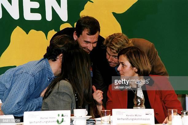 Parteitag von Bündnis 90 / Die Grünen in Bonn vom 23 im Gespräch die französische Umweltministerin Dominique Voynet Daniel CohnBendit Volker Beck NN...
