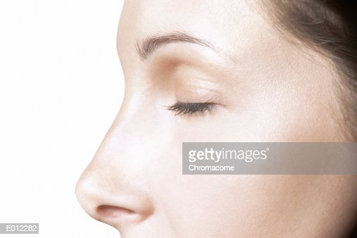 Partial profile of Caucasian female, eyes closed : Stockfoto