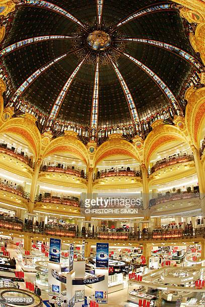 Partial view of the dome of the Paris department store Galeries Lafayette taken 10 January 2007 on the first day of the winter sales Fashionistas...
