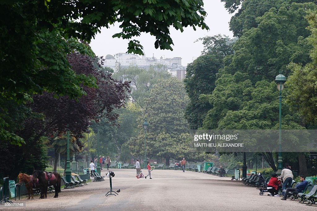 Partial view taken of the Parc Monceau the day after its evacuation following eleven people including ten children were struck by lightning in the park, on May 29, 2016, in Paris.