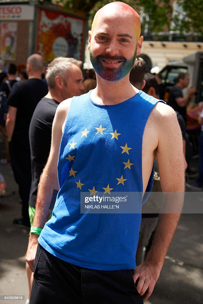 A participant wears a t-shirt bearing the European Union (EU) flag takes part in the annual Pride Parade in London on June 25, 2016. / AFP / NIKLAS HALLE'N