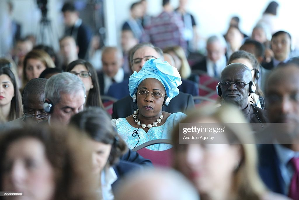 Participants attend a side event 'Mayors Focus Session: Cities Response to Migration' within the World Humanitarian Summit in Istanbul, Turkey on May 24, 2016.