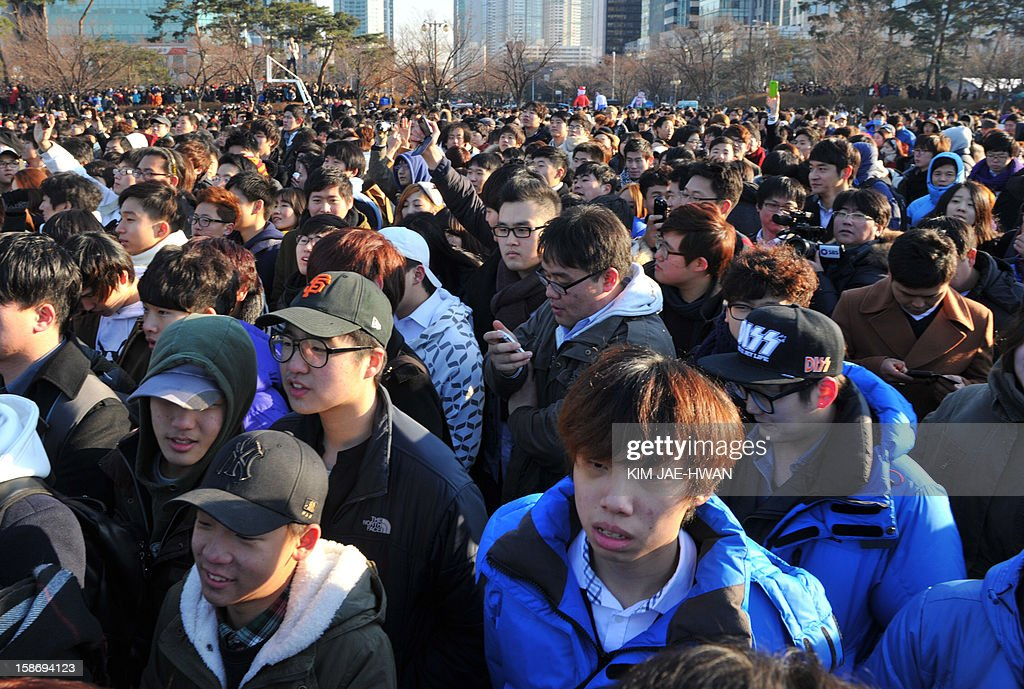 Participants attend the 'battle of the singles,' a mass dating event organised on social networking site Facebook, at Yeouido park in central park in Seoul on December 24, 2012. Thousands of lovelorn South Korean men have flooded the 'battle of the singles' on Christmas Eve, a mass dating event triggered by an innocuous query posted on Facebook -- only to meet other guys. AFP PHOTO / KIM JAE-HWAN