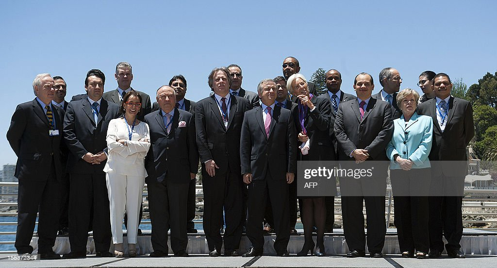 Participants of the Community of Latin American and Caribbean States (CELAC) summit pose for the family picture on December 14, 2012 in Vina del Mar, Chile. AFP PHOTO / Claudio SANTANA