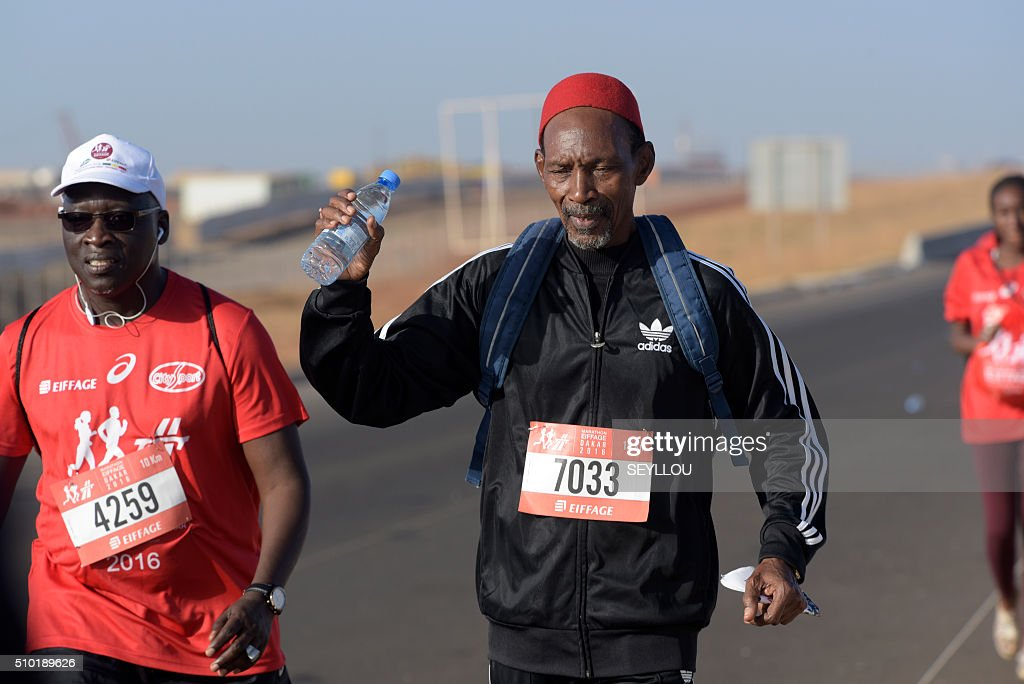 Participants run in Dakar on February 14, 2016 during the first ever Dakar International Marathon long 42,195km. The competition organised by the BTP Eiffage society started on February 13 in front of International Conference Center Abou Diouf (Cicad) on the outskirts of Dakar with different runs of 10 km and will end the day after, February 14, with a marathon. The BTP Eiffage society hosted the event to celebrates its 90 years of presence in Senegal. / AFP / SEYLLOU