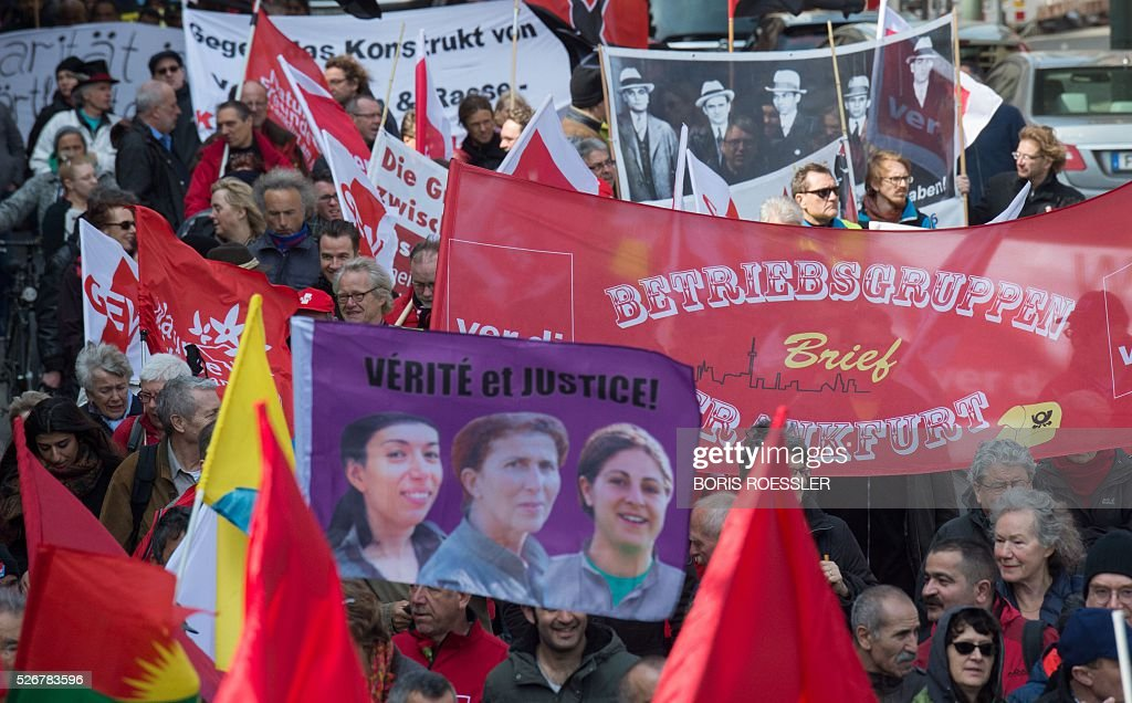 Participants take part in a May Day or International Workers' Day rally in Frankfurt am Main, central Germany, on May 1, 2016. / AFP / dpa / Boris Roessler / Germany OUT