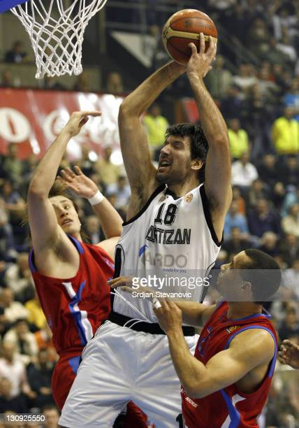 Partizan Belgrade player Predrag Drobnjak against Matjaz Smodis left and Trajan Langdon right from CSKA Moscow during the TOP 16 group E Euroleague...