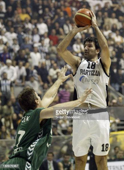 Partizan Belgrade player Predrag Drobnjak right shoot over Slovenian Marko Tusek left from Unicaja Malaga during their group B Euroleague basketball...