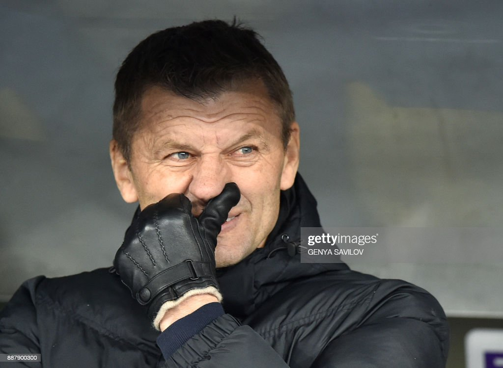 Partizan's head coach Miroslav Djukic reacts during the UEFA Europa League Group B football match between Dynamo Kiev and Partizan Belgrade on December 7, 2017, at the Olympic Stadium in Kiev. /