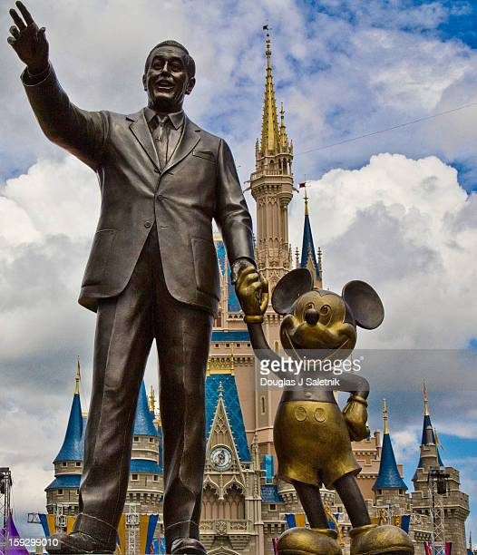 CONTENT] Partners Statue and Cinderella Castle at the Magic Kingdom in Walt Disney World FL