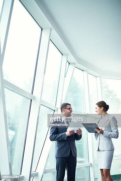 Partenaires commerciaux discuter