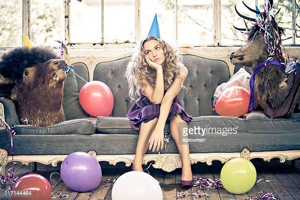 Party-Animals und schöne junge Frau
