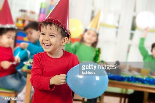 Kindergarten garderobe stock fotos und bilder getty images for Garderobe junge