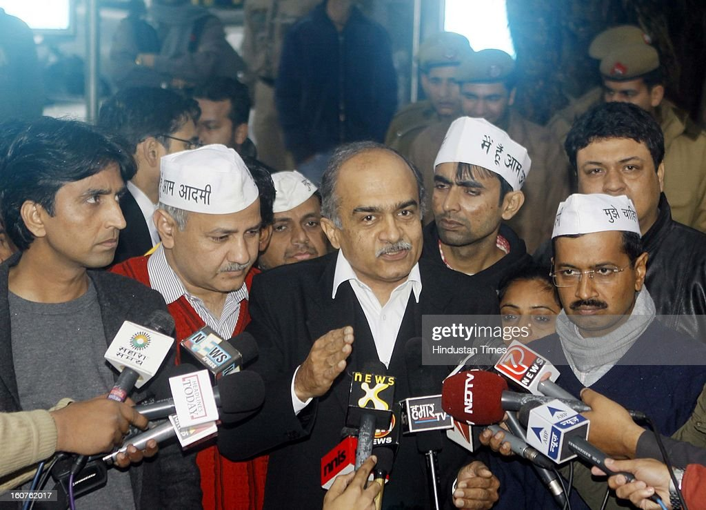 AAP Party members Kumar Vishwas, Manish Sisodia, Prashant Bhushan and Arvind Kejriwal, along with supporters talking to media persons outside Patiala House Court on February 5, 2013 in New Delhi, India. Arvind Kejriwal , Prashant Bhushan, Manish Sisodia and 23 other AAP members were released by the court after they appeared before the court following summonses issued against them in connection with three separate cases for allegedly violating prohibitory orders imposed under Section 144 of the CrPC during their protest on the coal blocks allocation scam in August last year at the Prime Minister's residence and other places in Delhi.