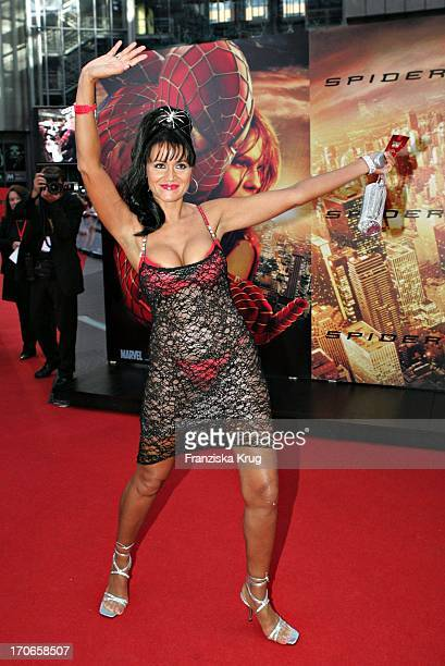 Partygirl Djamila Rowe Bei Der Europapremiere Zum Film ' Spiderman 2 ' Im Cinestar Am Potsdamer Platz In Berlin Am 060704