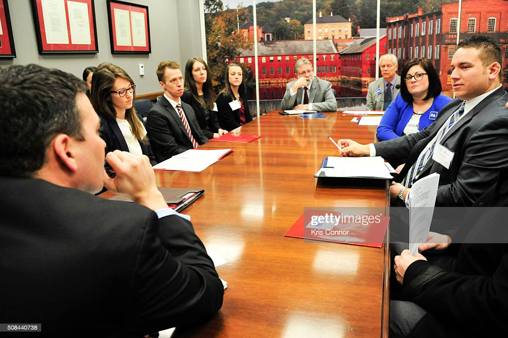 PAs (physician assistants) speak with a member of Sen. Christopher Murphy's (D-CT) team in Washington, DC about the need to reform federal law to allow PAs to prescribe buprenorphine for opioid addiction, as well as the important role PAs play in mental healthcare on February 4, 2016.