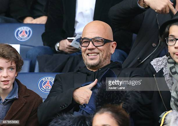 Pascal Obispo attends the French Ligue 1 between Paris SaintGermain and Girondins de Bordeaux at Parc Des Princes on October 25 2014 in Paris France