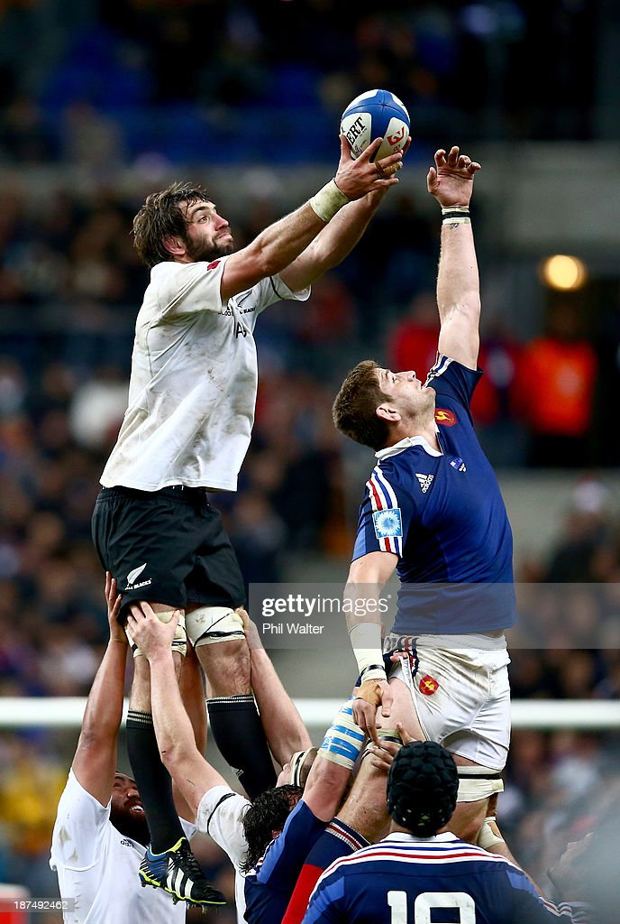 Pascal Pape of France (R) and Sam Whitelock of the All Blacks (L) contest the ball during the international test match between France and the New Zealand All Blacks at Stade de France on November 9, 2013 in Paris, France.