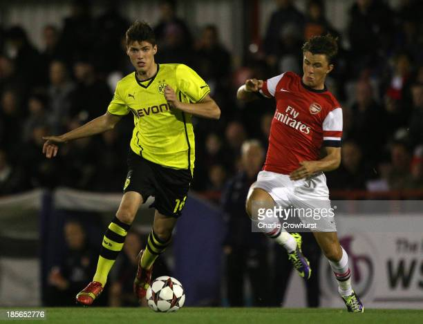 Pascal Stenzel of Borussia Dortmund looks to get away from Kristoffer Olson of Arsenal during the UEFA Youth League match between Arsenal U19 and...