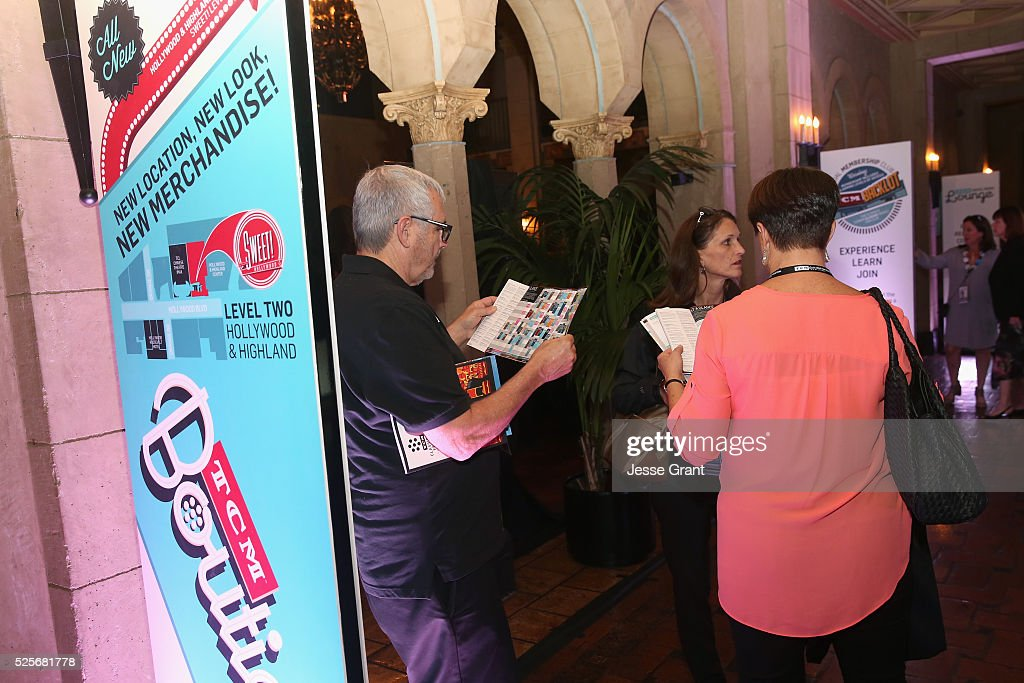 Pass holders attend day 1 of the TCM Classic Film Festival 2016 on April 28, 2016 in Los Angeles, California. 25826_009