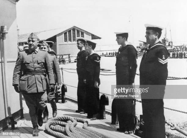 Passage en revue des troupes navales nationalistes par le Général Franco le 8 juin 1938 à Vinaroz Espagne