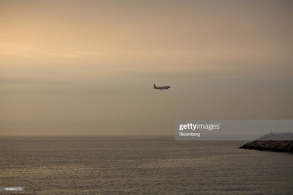 A passenger aircraft approaches to land at Hong Kong International Airport in Hong Kong, China, on Monday, Feb. 4, 2013. Cathay Pacific Airways Ltd. aims to replicate its business-class strategy in a cargo trade upgrade. Photographer: Jerome Favre/Bloomberg via Getty Images