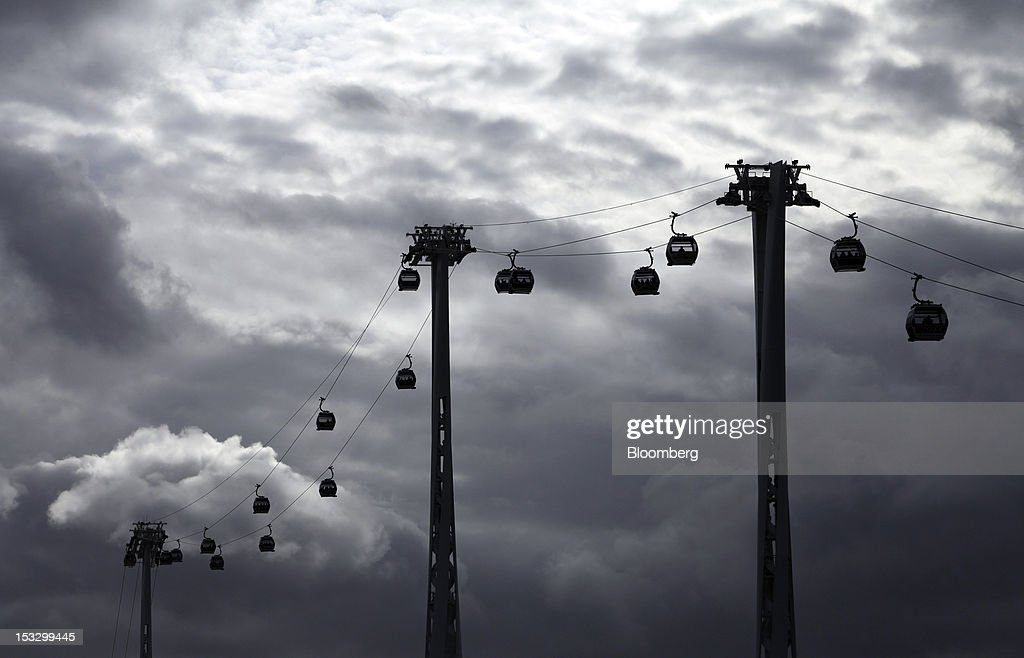 Passenger cabins on the Emirates Air Line cable car are seen above the River Thames in London, U.K., on Tuesday, Oct. 2, 2012. The cable car system, operated by Emirates, runs between Greenwich Peninsula and the Royal Victoria Docks. Photographer: Chris Ratcliffe/Bloomberg via Getty Images