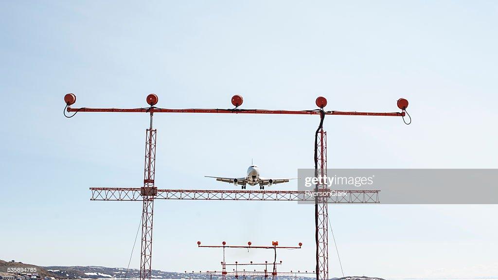 Passenger Jet landing in Iqaluit, Nunavut, Canada. : Stockfoto