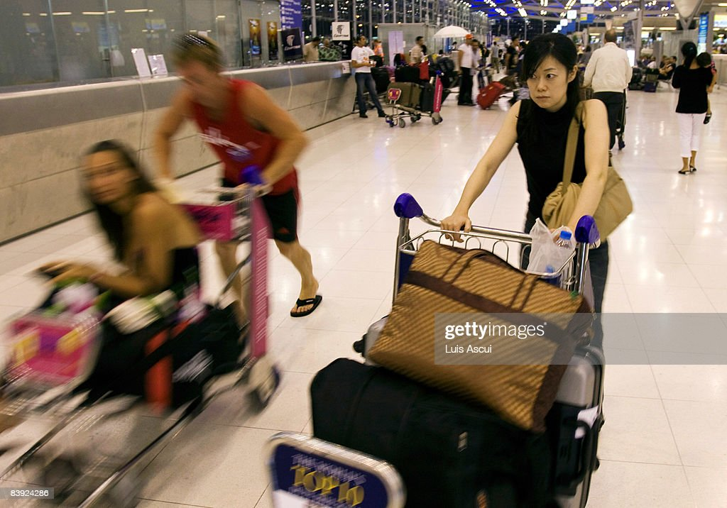 Passengers arrive at Suvarnabhumi International Airport to checkin on December 5 2008 in Bangkok Thailand Thailand's main airport resumed operations...