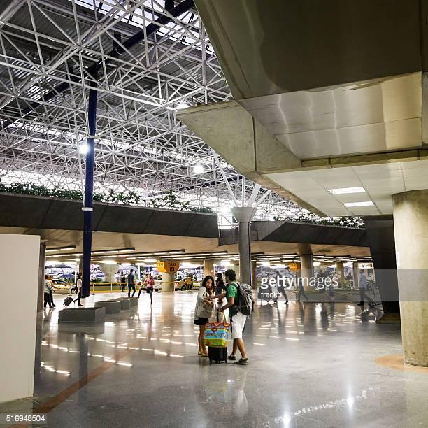 """Les passagers quittant l """" aéroport International de Brasilia, Brésil"""