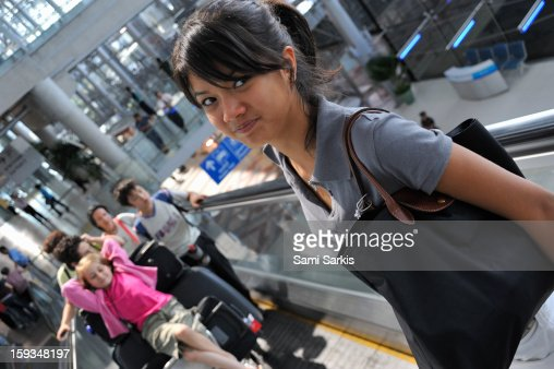 Passengers on an escalator at an airport : Foto de stock